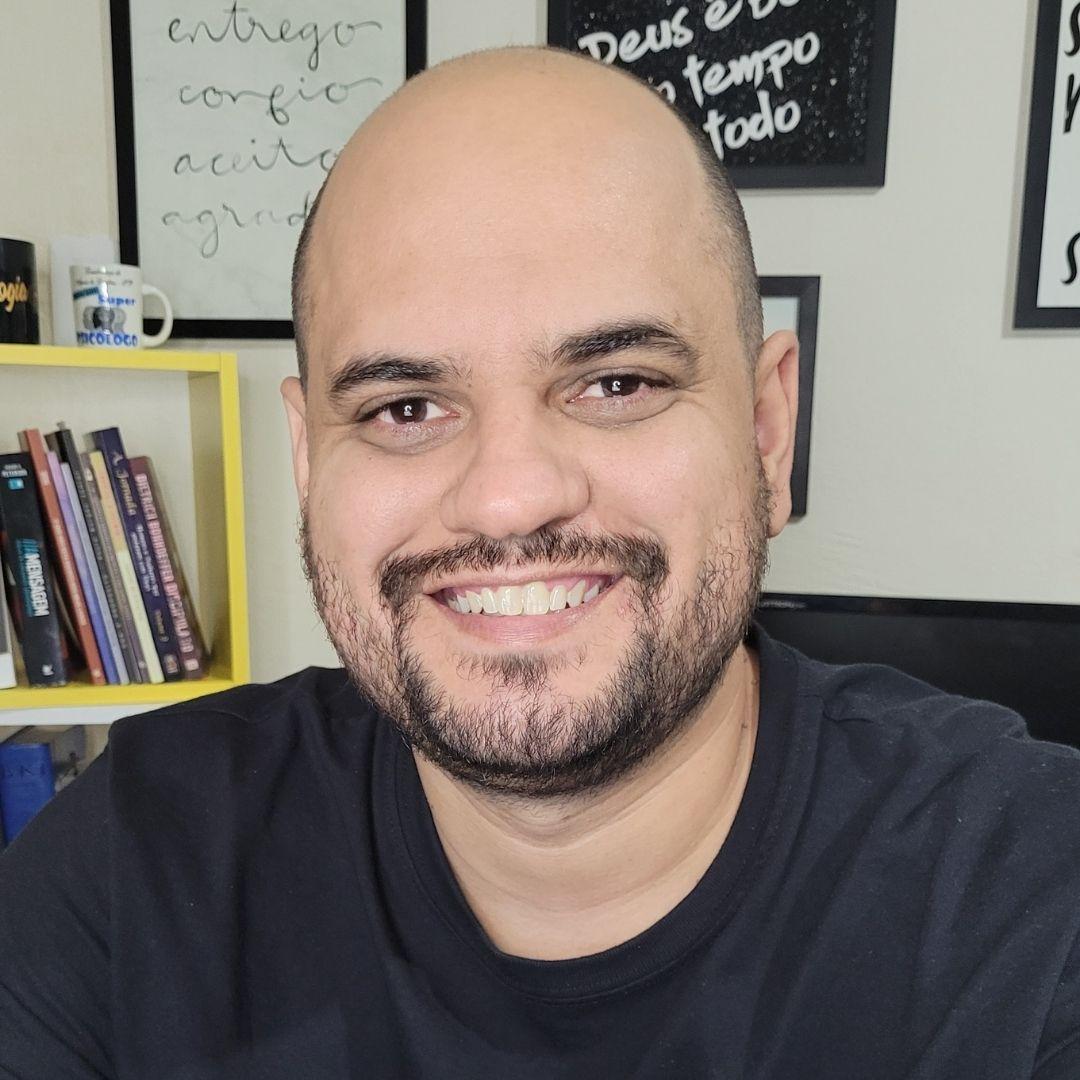 psicólogo Leandro Teixeira